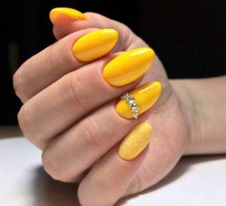 Современный желтый маникюр (120 фото): тренды, идеи, сочетания и варианты оформления ногтей